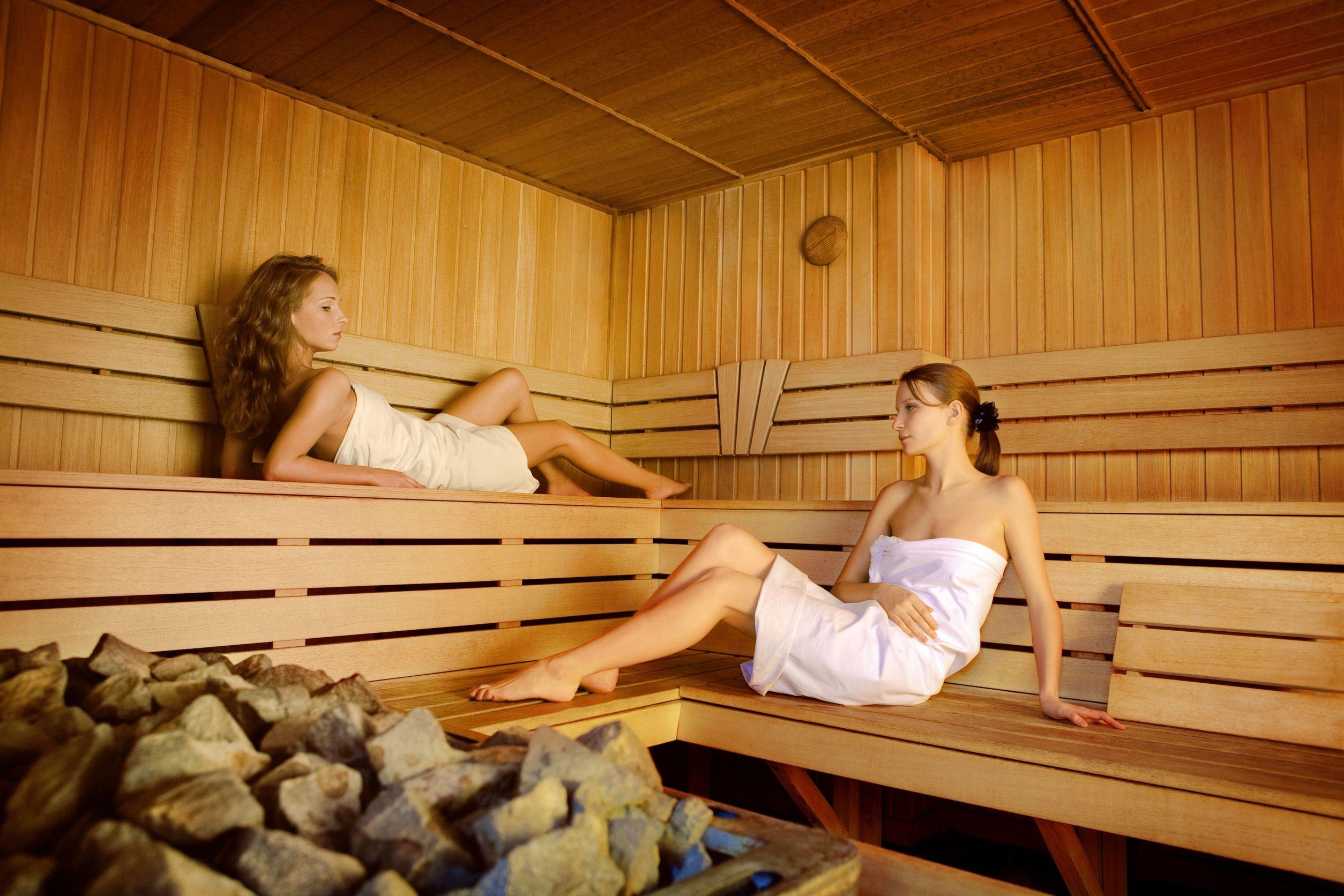 girls-sauna